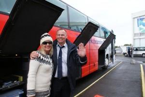 Busfahrer Benedikt mit seiner Frau