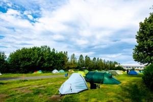 Die größte Stadt des Landes hat wohl auch den größten Campingplatz