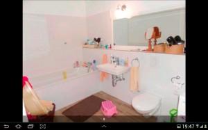 Ein geradezu vorbildliches Badezimmer (Foto: Screenshot ImmobilienScout24-App)
