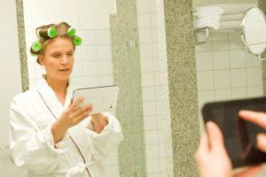 Frauen halten es offenbar länger ohne Smartphone und Tablet aus (Foto: Kaspersky Lab)